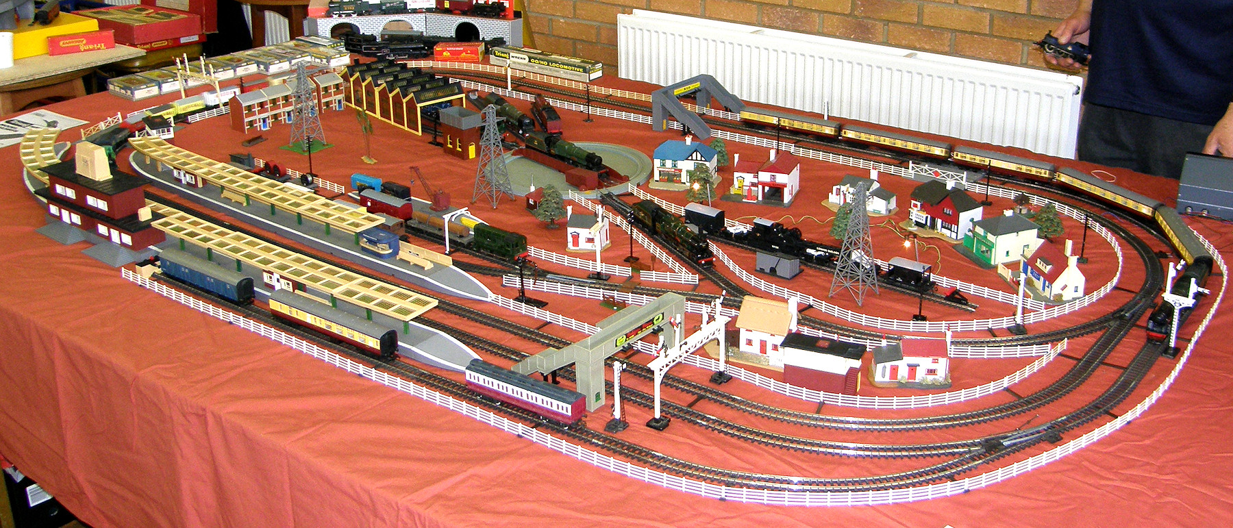 ... displaying the Tri-ang automatic train control with Minic Motorway. He had hair before he tried to get this to work! This is now one of Dave's standard ...